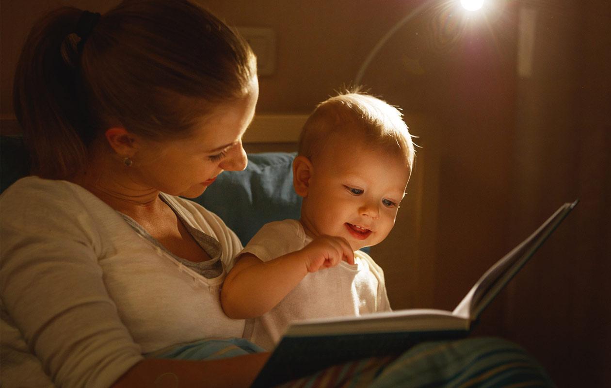 Puheen kehitys nopeutuu, jos lapselle luetaan paljon.