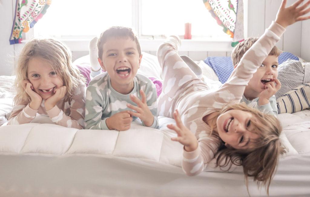 Lapsi kaverille yökylään: Lpasen oma innokkuus vaikuttaa ikävuosia enemmän.