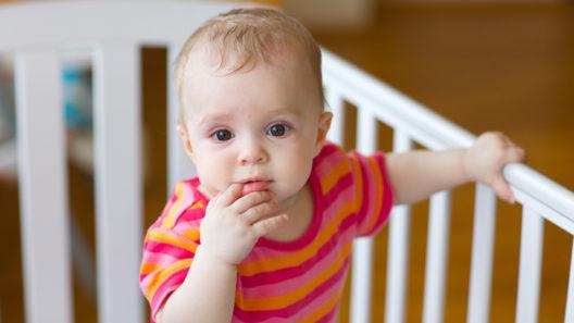 Vauva valvoo