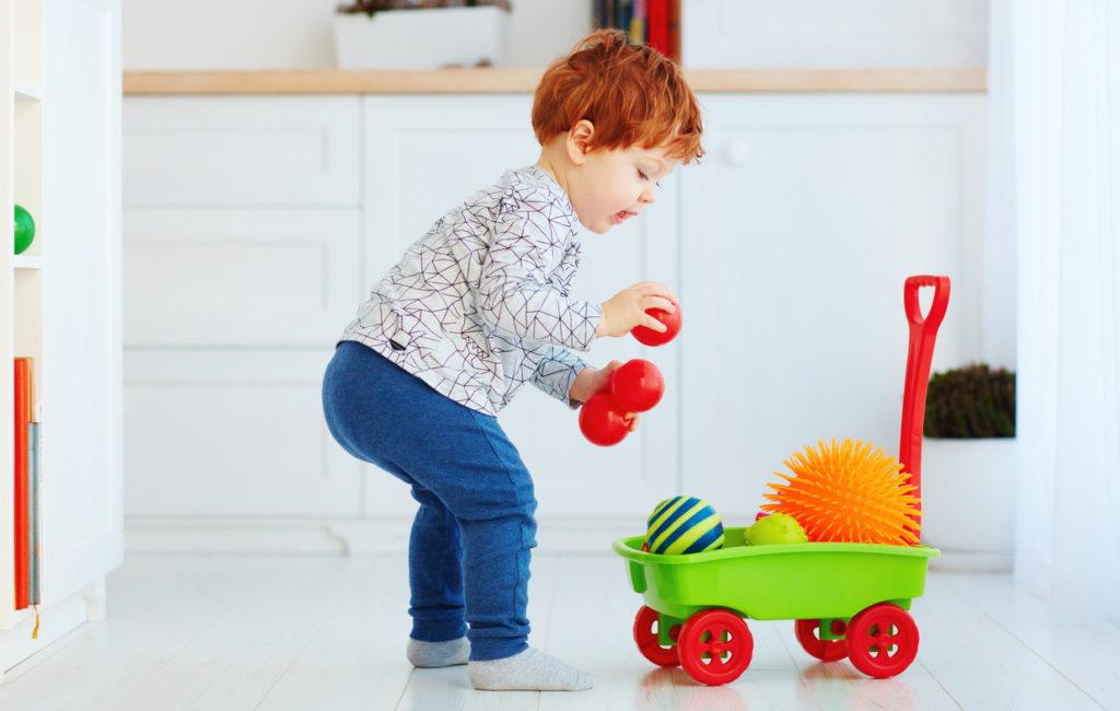 Pienten lasten lempileikit, piiloleikki, hippa, majan rakentaminen, majaleikki, mielikuvitusleikki