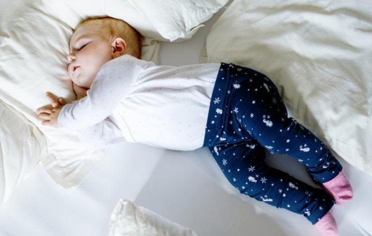 Vauvan yökyläily, milloin vauva ensimmäistä kertaa yökylään?