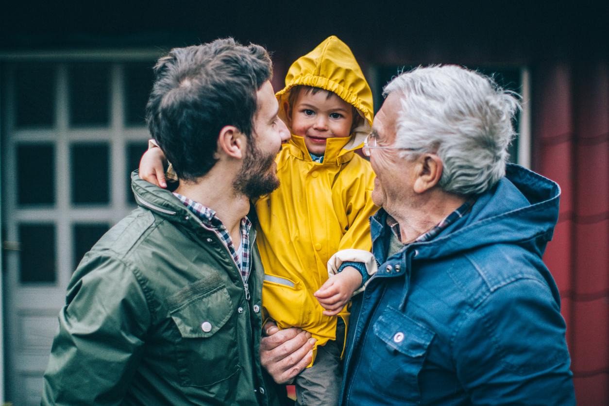 isovanhemmat hoitavat lasta