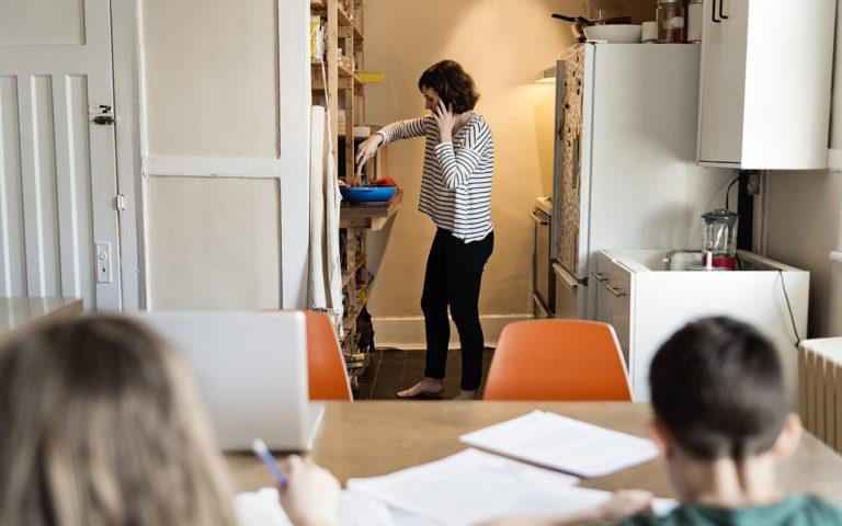 Koronakaranteeni ja lapset: onko etätyöskentely lapsen kannalta kestämätöntä?