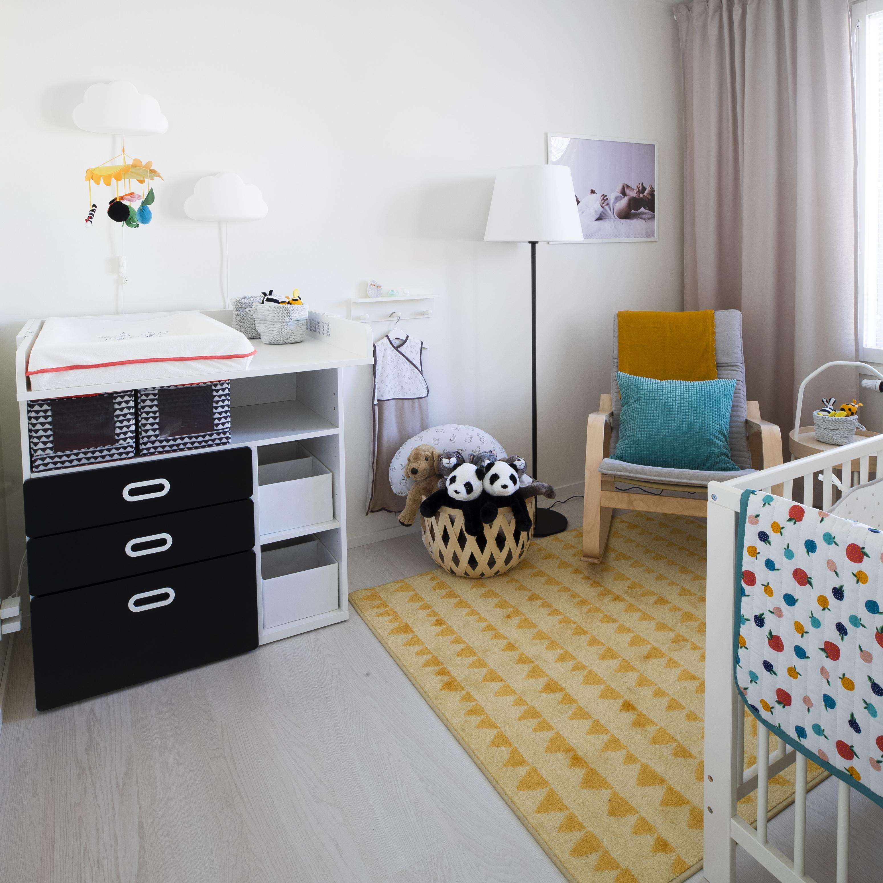 BoKlok-talon lastenhuone kattaa kaiken tarpeellisen hoitokoreografiaan.