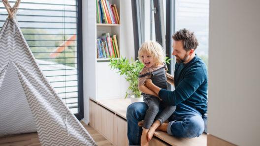 3-vuotias elää puheen kulta-aikaa, ja hänen kanssaan voi leikkiä esimerkiksi tarinankerrontaa.