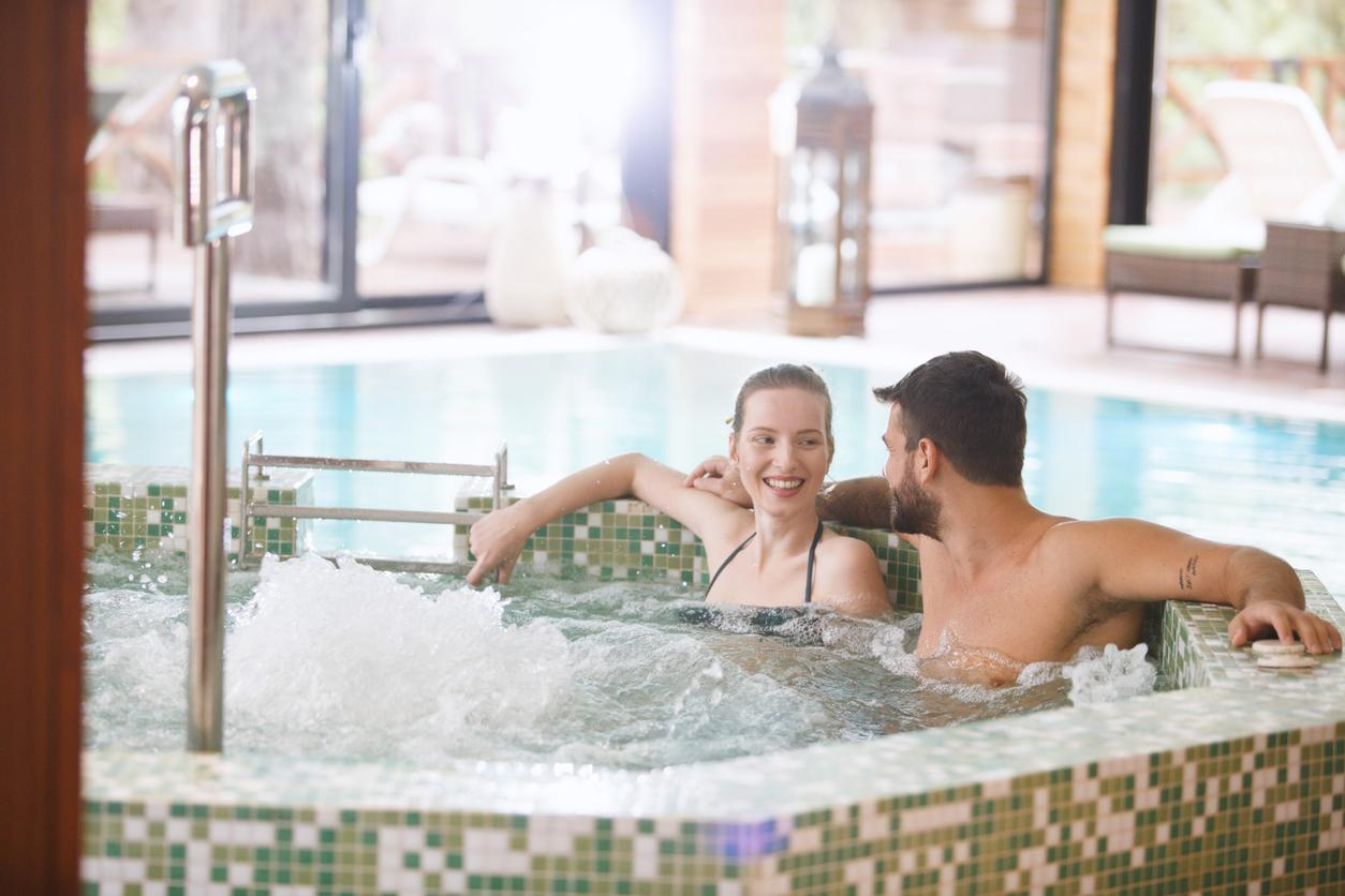 Kylpylästäkin löytyy pariskunnille yhteistä tekemistä.