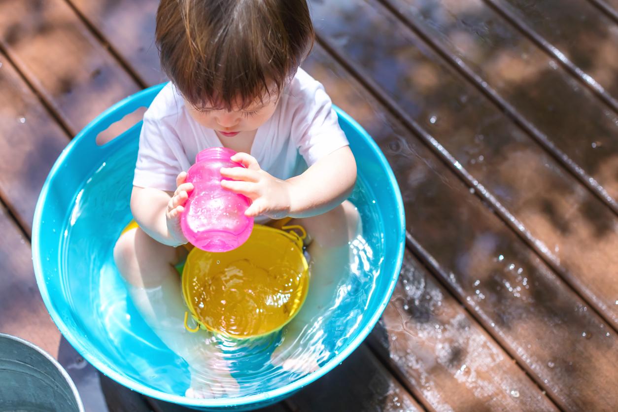 Leikkejä lapsille: Myös vesiputousten kaateleminen on läträysleikkien parhaimmistoa.