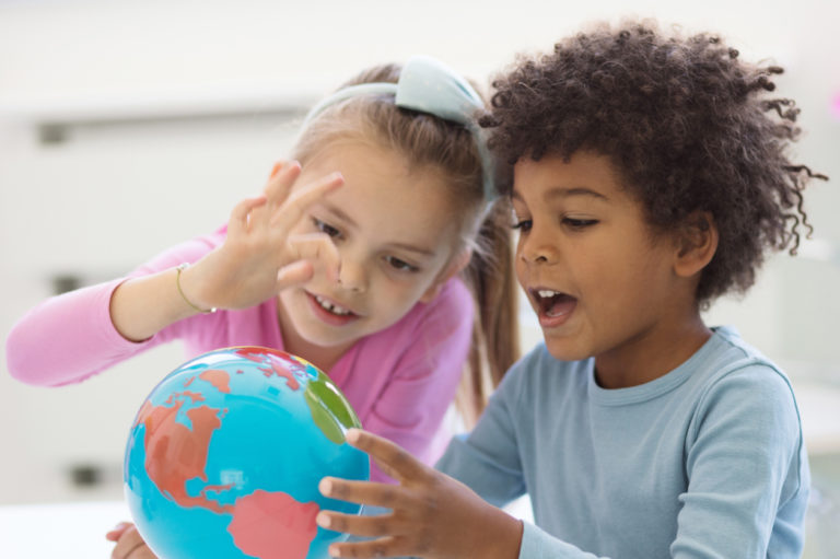 Kielikylpy on päiväkodissa sitä, että kaikki kommunikointi on vieraalla kielellä.