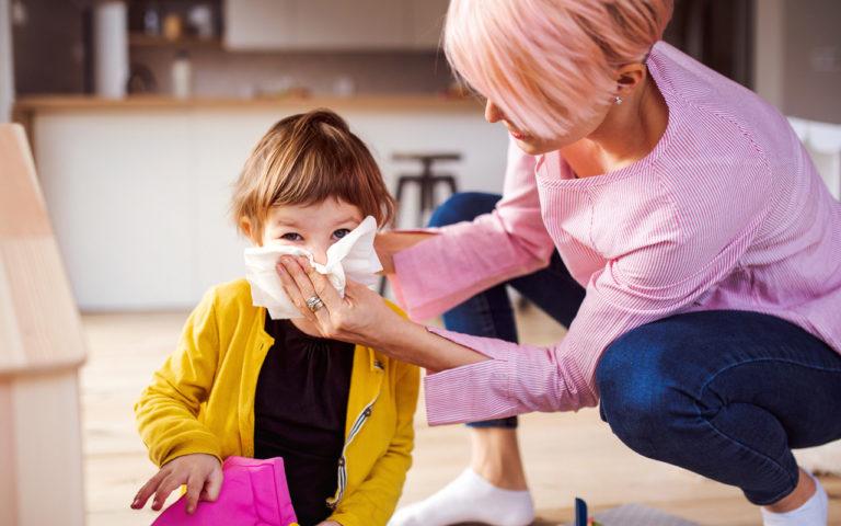 On tavallista, että pienen lapsen nenä vuotaa koko ajan.
