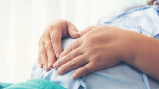 Tukihenkilörajoitukset: tällä hetkellä puoliso tai tukihenkilö saa olla synnyttäjän mukana synnytyssalissa, mutta hän ei saa jäädä osastolle.