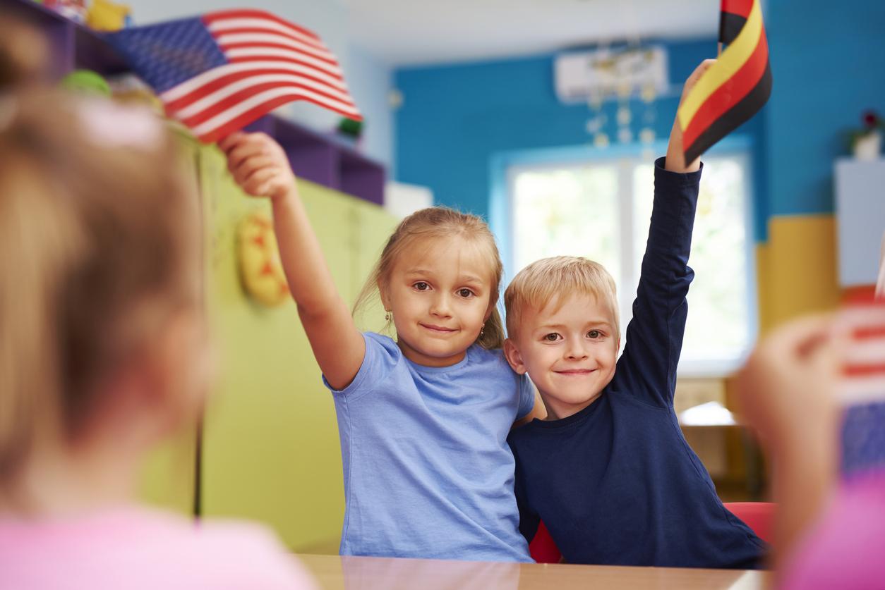 Kaksikielisyys voi olla lapsella vahvaa, vaikka toista kieltä kuulisi vain kotona.