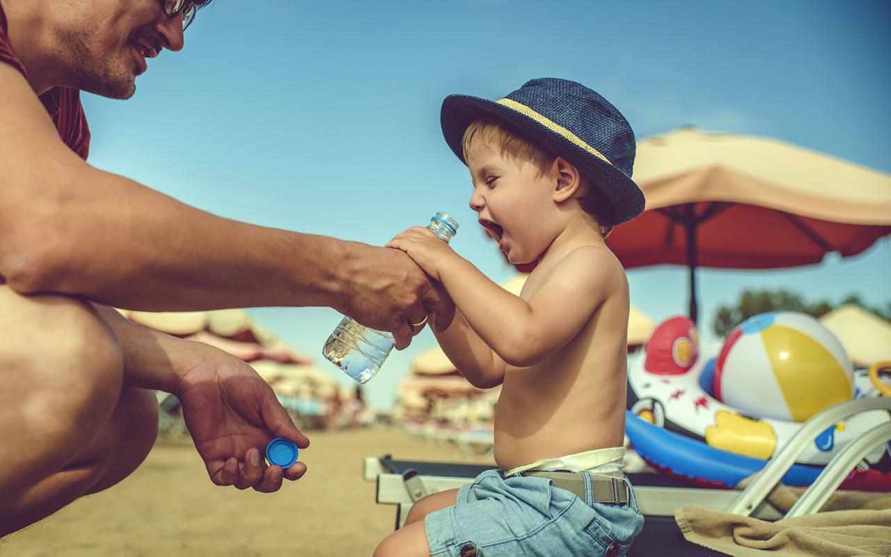 Lapsen auringonpistos – ehkäise juomalla ja hatulla