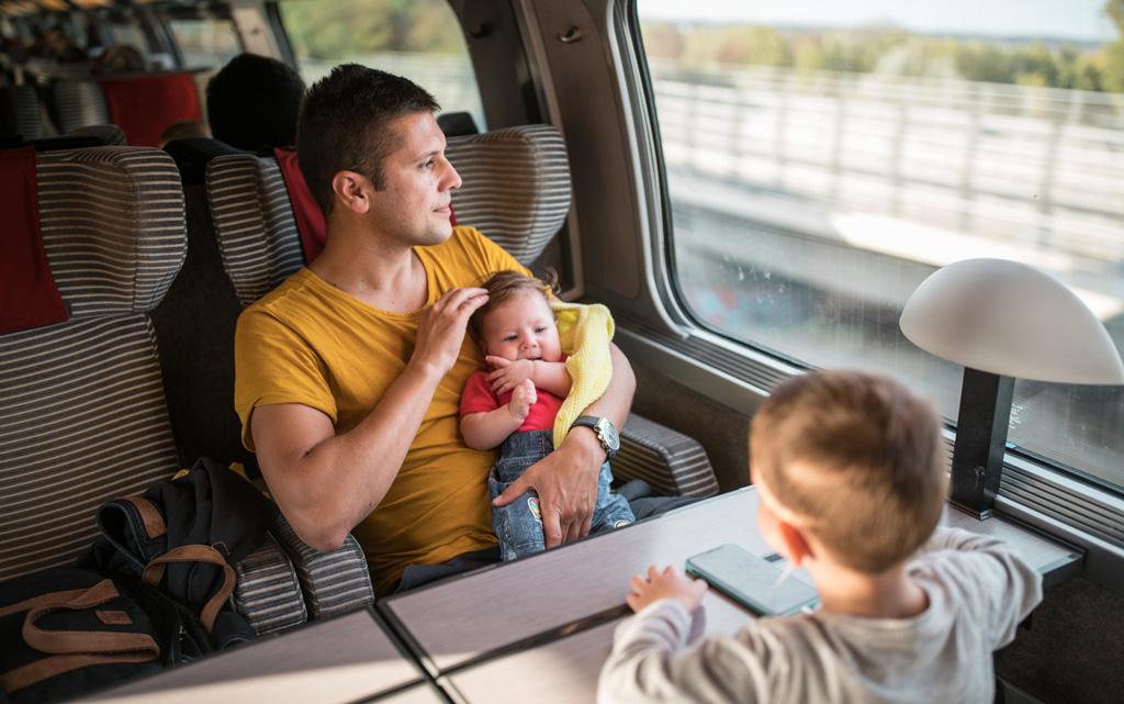 Matkan aikana vauvan tarvitsemat asiat kannattaa pakata omaan laukkuunsa tai reppuunsa.