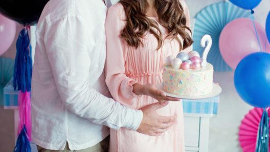 Gender reveal -juhlissa paljastetaan vauvan sukupuoli.