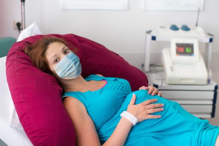 Maskien käyttöä laajennetaan synnytyksissä.