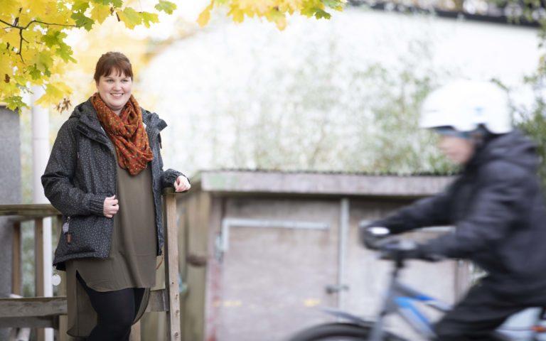 Keväällä Minna perusti Instagramiin tilin nimeltä Miten huoltajaksi tullaan. Tilin kautta hän kertoo oheishuoltajuudesta ja matkastaan oheishuoltajaksi.