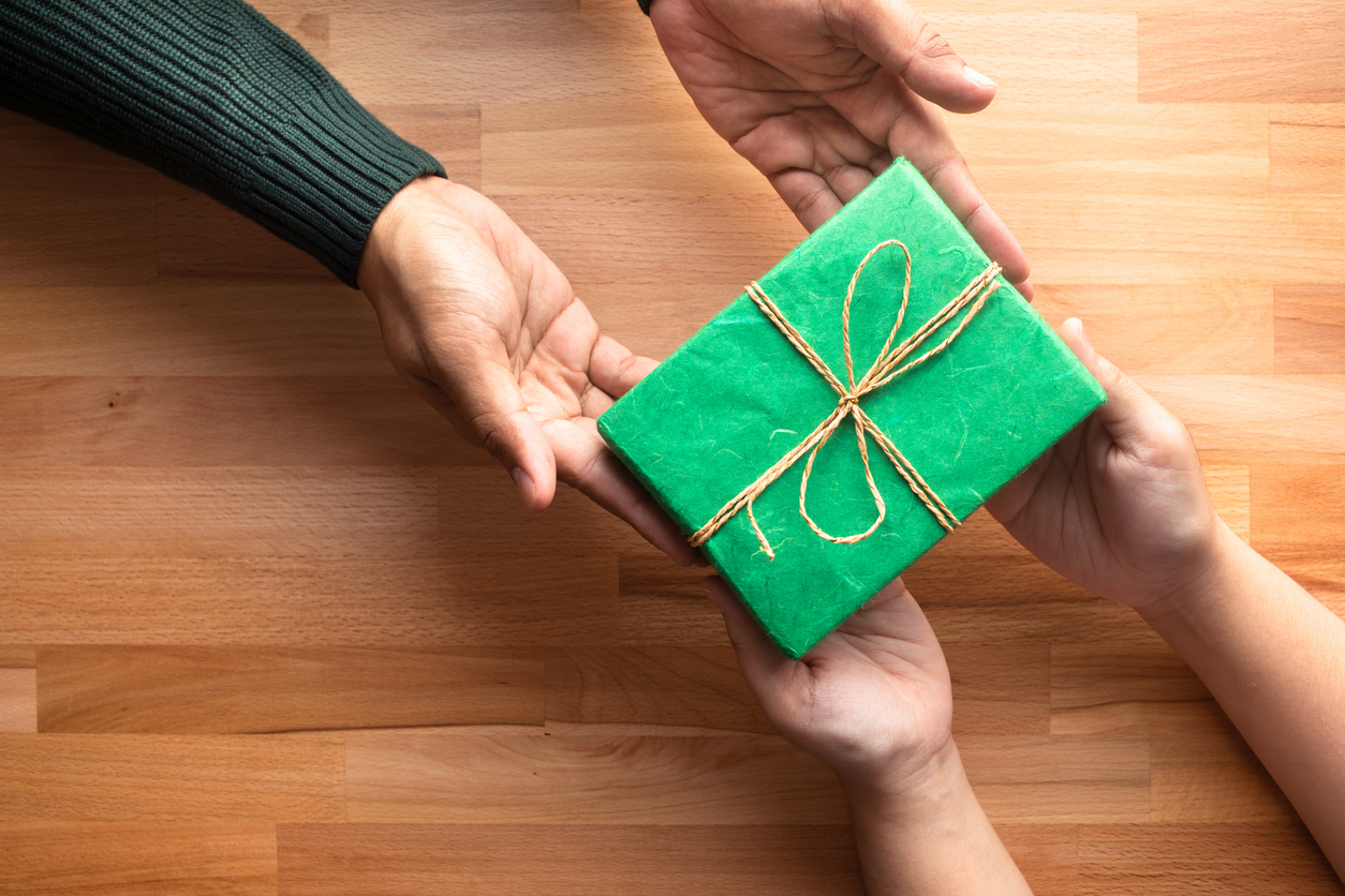 Push present voi olla mitä tahansa. Korut, laukut, huivit ja auton avaimet ovat lompakon paksuudesta riippuen yllättävän tavallisia.