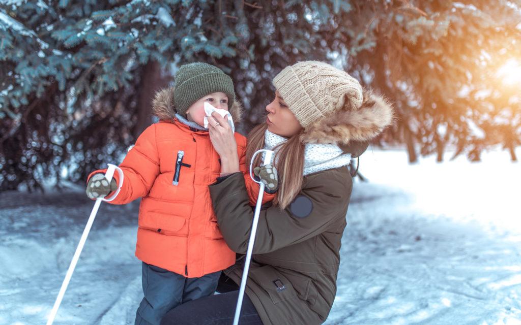 Jo pienen lapsen kanssa voi lähteä hiihtämään.