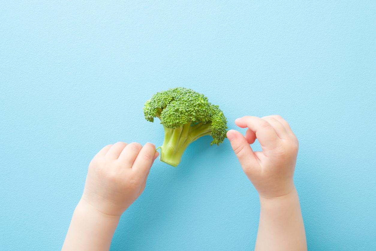 Soseutin ruokia lapselle vielä silloinkin kun hän oli yli kolme vuotta. Ja pilkoin aivan pieniksi palasiksi vielä vuosia sen jälkeen.