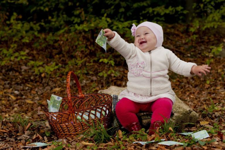 Ensimmäisen lapsen lapsilisän määrä on pienin, historiallisesti esikoisesta sai eniten verohelpotusta.