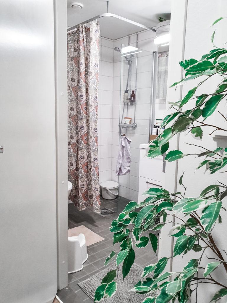Pieni kylpyhuone