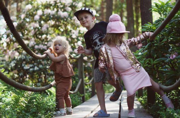 Onnellinen kolmen lapsen äiti