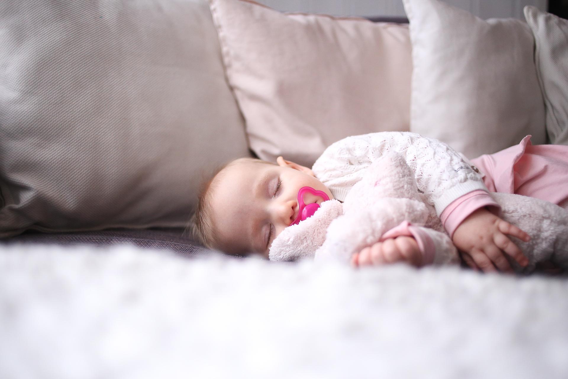 Kuinka Paljon Vauva Nukkuu