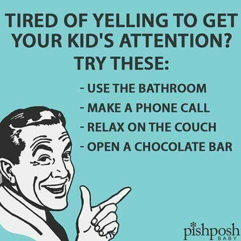 Et saa lastesi huomiota ja olet kyllästynyt huutamiseen? Kokeile näitä: 1. Mene vessaan 2. Soita puhelu 3. Makaa sohvalla 4. Avaa suklaapatukka