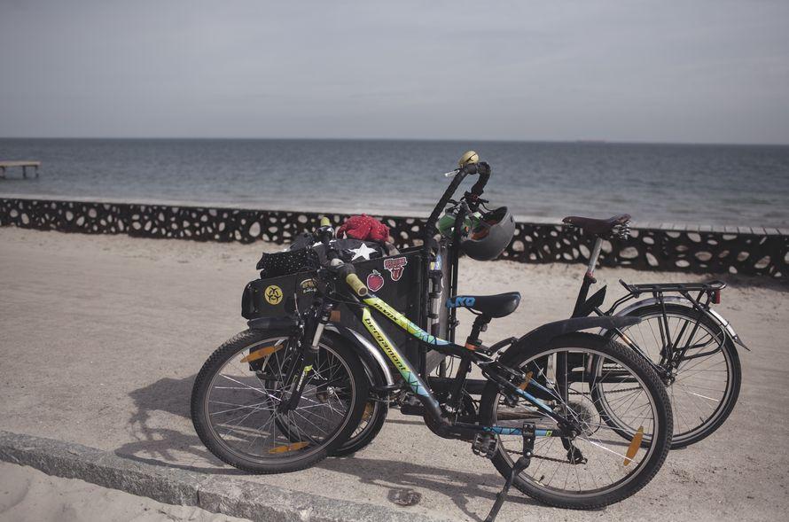 Tanska on pyöräilijän paratiisi. Kaikkialle pyöräillään jos vain mahdollista. Meidän pyöriimme me pakkasimme viltit, eväät, varavaatteet, tulentekovälineet ja pari spidermania.