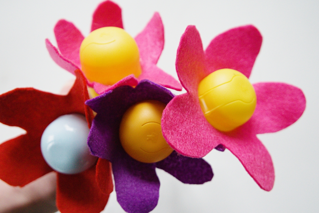 yllätysmunista askarrellut kukat