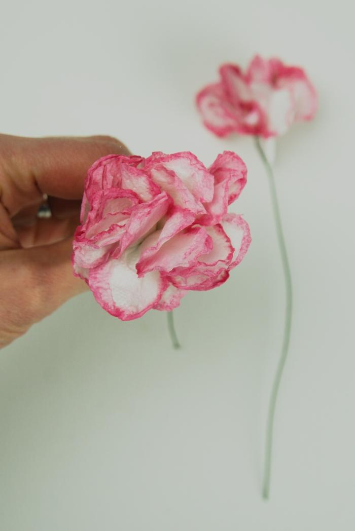 Vessapaperista tehty kukka