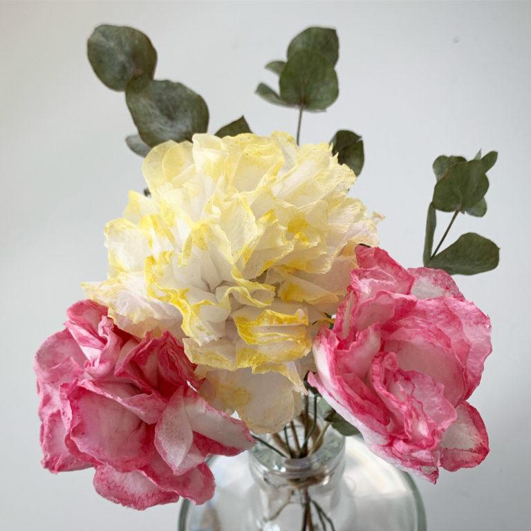vessapaperista tehdyt kukat